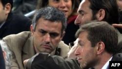 «Չելսի»-ի սեփականատեր Ռոման Աբրամովիչը և մարզիչ Ժոզե Մոուրինյոն, արխիվ, Բարսելոնա, 16 հունվարի, 2005թ.