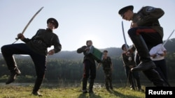 Русия казаклары кылыч биюен башкара