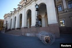 Петр Павленский Петербурдагы протест чарасында