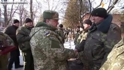 Порошенко нагородив бійців, які обороняли Дебальцеве (відео)