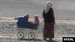 Таджикская женщина с детьми. Иллюстративное фото.