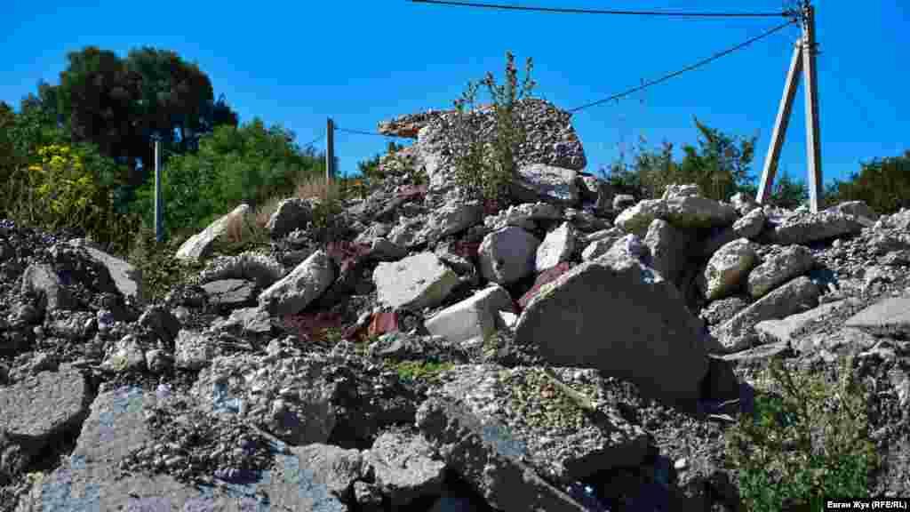 Куча мусора в самой Павловке