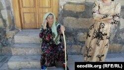 Пожилая узбечка в пригороде Бухары. Иллюстративное фото.