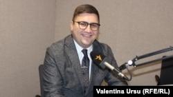 Daniel Vodă în studioul Europei Libere de la Chișinău