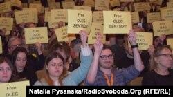 Флешмоб на підтримку Олега Сенцова