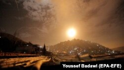 صحنه اصابت پدافند سوریه به موشک اسرائیلی در منطقه دمشق. یکم بهمن ۹۷
