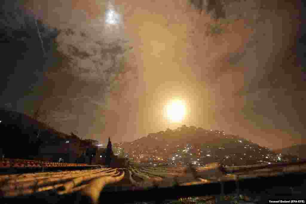 Сырыйская супрацьпаветраная абарона перахоплівае ізраільскія крылатыя ракеты над Дамаскам, 21 студзеня.