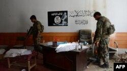 Архівне фото: афганські силовики в районі Кот провінції Нанґаргар у приміщенні, яке займали бойовики «Ісламської держави», 26 липня 2016 року