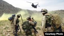 Ауғанстанда қызмет етіп жатқан АҚШ солдаттары.