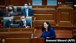 Вьоса Османи учун 120 депутатдан 71 нафари овоз берди.