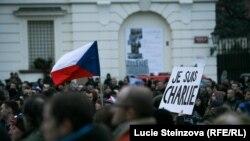 Люди собрались на антиисламскую демонстрацию. Прага, 16 января 2015 года.