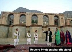 Шекспир в прочтении афганской театральной труппы. 2005 год