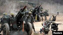 Հարավային Կորեա -- Զինավարժություն` Հյուսիսի հետ սահմանագծին, 16-ը ապրիլի, 2013