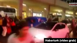 Ստամբուլի Աթաթուրքի անվան միջազգային օդանավակայանը ահաբեկչական հարձակումից հետո, 28-ը հունիսի, 2016 թ․