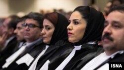 تصویر آرشیوی از گروهی از وکلای ایران در یک مراسم رسمی