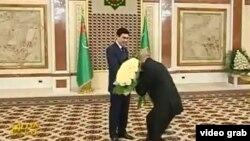 Prezident Gurbanguly Berdimuhamedowy gutlaýan türkmen resmisi