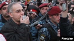Armenia -- Levon Zurabian addresses thousands of opposition supporters demonstrating in Yerevan, 17Mar2011.