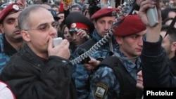 Armenia -- Levon Zurabian addresses thousands of opposition supporters demonstrating in Yerevan, 17Mar2011.