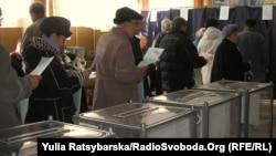 Черга на виборчій дільниці у Дніпропетровську, 31 жовтня