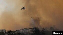 تصویری از عملیات اطفای حریق در جنگلهای ترکیه