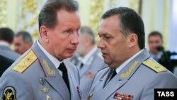 Командующий Нацгвардией Виктор Золотов (слева) и руководитель службы безопасности президента Дмитрий Кочнев, 28 июня 2016