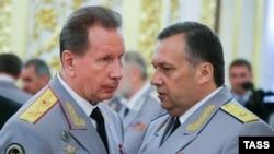 Командующий Нацгвардией Виктор Золотов (слева) и руководитель службы безопасности президента Дмитрий Кочнев, 28 июня 2016 года.