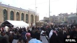 زوار يتجهون إلى كربلاء في عيد الأضحى المبارك