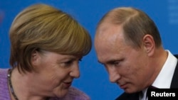 Germany's Chancellor Angela Merkel (left) and Russia's President Vladimir Putin attend a news conference after their meeting at the St. Petersburg International Economic Forum in June 2013.