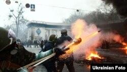 Столкновения между протестующими и милицией на улице Грушевского в Киеве. 22 января 2014 года.