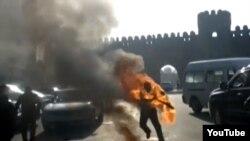 Azerbaijan -- a man sets himself on fire in Baku - 25Dec2013