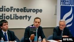 Russian Pro-Democracy Leader Vladmir Milov (center) at RFE/RL's Washington, DC office (29Jun2010)