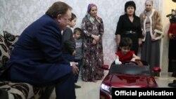 Глава Ингушетии Махмуд-Али Калиматов навестил Аишу Ажигову