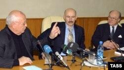 Джек Мэтлок (справа), Михаил Горбачев (слева), переводчик Павел Палажченко