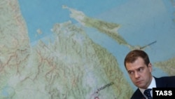 Землю надо раздать: каждому по бесплатному гектару. Дмитрий Медведев во время поездки по Дальнему Востоку