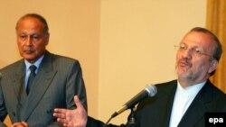 وزیر امور خارجه ایران (راست) و همتای مصریاس در کنفرانسی خبری در اسکندریه مصر / تابستان ۸۵