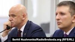 Геннадій Труханов (ліворуч)