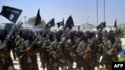 Ал-Қоиданинг Сомалидаги тармоғи ҳарбий машқларидан шу йил 17 февралда олинган сурат.