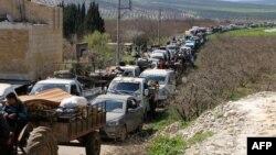 Civilët sirianë duke u larguar nga rajoni i Afrinit
