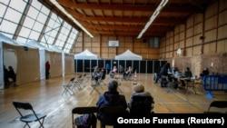 Франција- луѓе чекаат да бидат вакцинирани против Ковид19