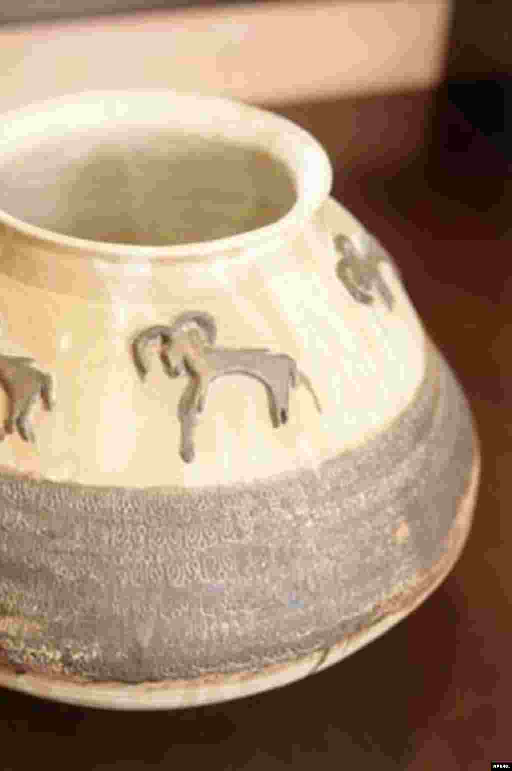 UAE, Homa Vafaee Pottery, Homa Vafaee Currently living and working in Abu Dhabi., 03/15/2007