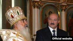 Мітрапаліт Філарэт і Аляксандар Лукашэнка ў часе каляднага набажэнства ў Менску 7 студзеня.