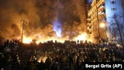 Столкновения протестующих и силовиков в центре Киева, 25 января 2014 года