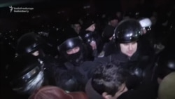Protesters Push Inside Moldovan Parliament, Scuffle With Riot Police