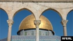 نوجوان ایرانی که تومور مغزی دارد و در اسراییل بستری است، آرزو داشت تا در مسجدی در اورشلیم، بیت المقدس، نماز بخواند. (عکس:RFE/RL)