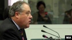 Известувачот за Македонија во Европскиот парламент Ричард Ховит.