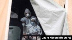 Trijažni šator za testiranje potencijalno zaraženih osoba, Priština