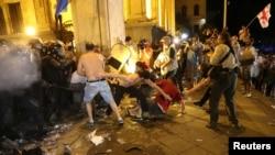 Під час протистояння біля будівлі парламенту Грузії. Тбілісі, у ніч на 21 червня 2019 року