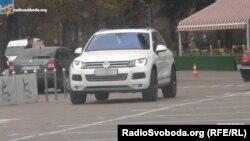 Volkswagen Touareg, на якому їздить співробітник СБУ Ковалевський, належить його дружині