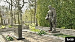 Старый воин на новом месте. Памятник перенесен