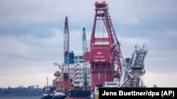 """Фортуна"", судно-трубопрокладчик, в порту Висмар, январь 2021 года"
